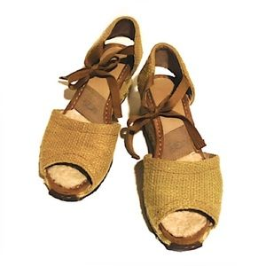 UGG WEDGE SHOES WITH A TIE FRONT SOFT INSIDE